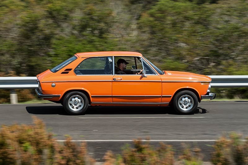 BMW 2002 sideview onroad