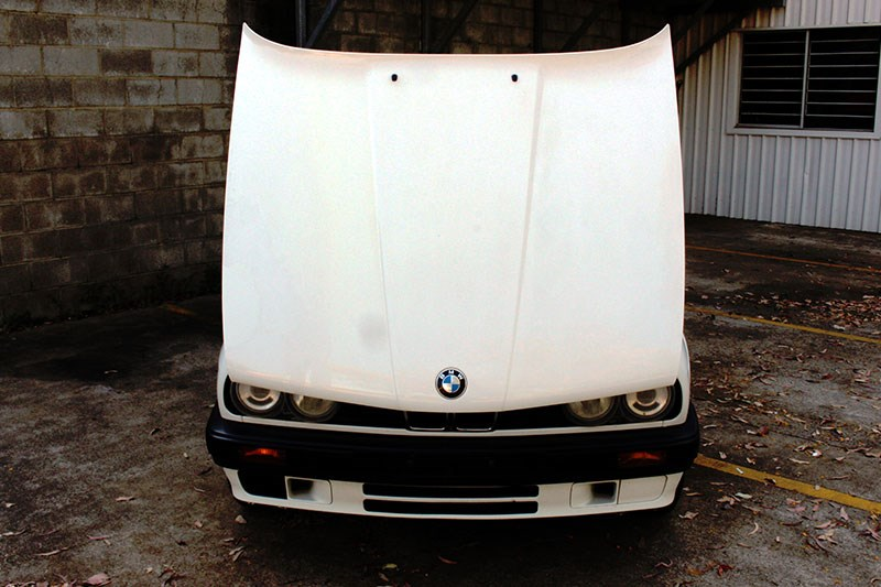 BMW E30 bonnet up