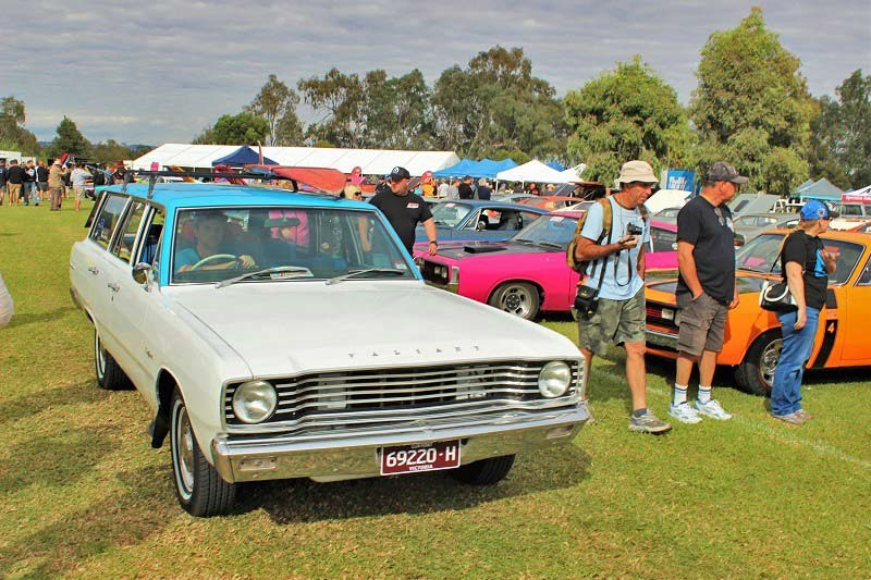 Chryslers on the murray Parking Valiant