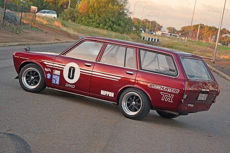 Datsun 1600 wagon side view 3