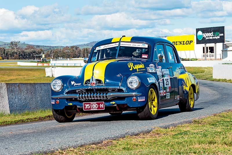 FJ Holden at Winton