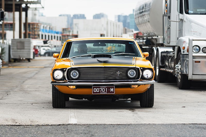 Ford 69 Mustang 225 front