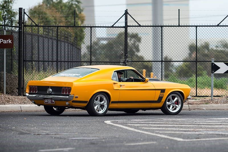 Ford 69 Mustang 320 side