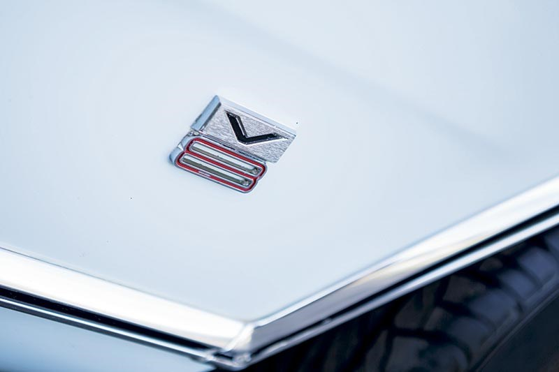 Ford Falcon XW V8 badge