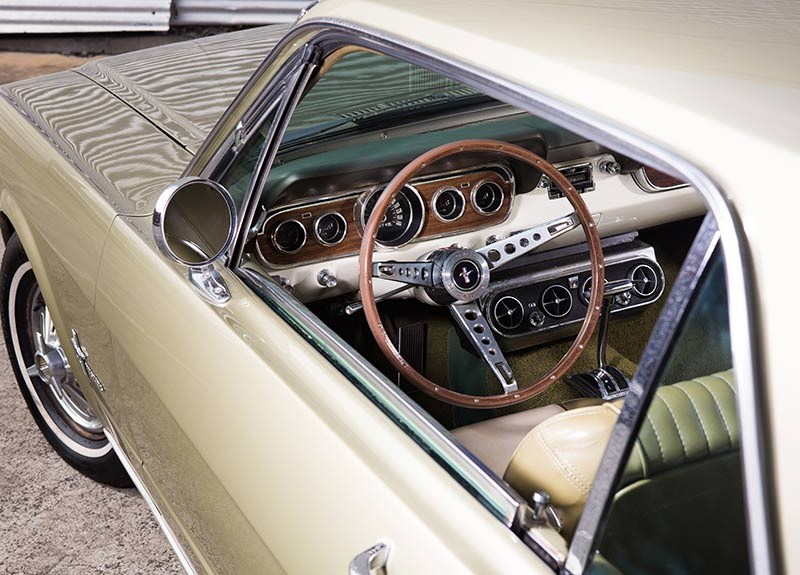 Ford Mustang interior1
