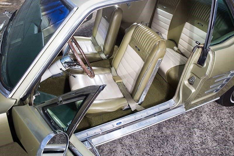 Ford Mustang interior2