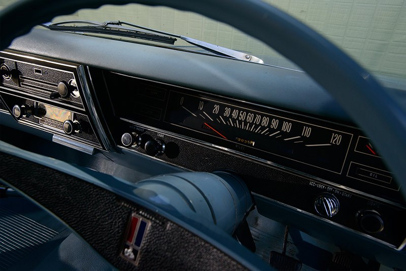 Holden HK Monaro 186 interior dash detail02