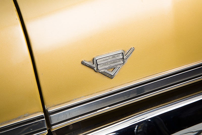 Holden HQ Premier v8 badge