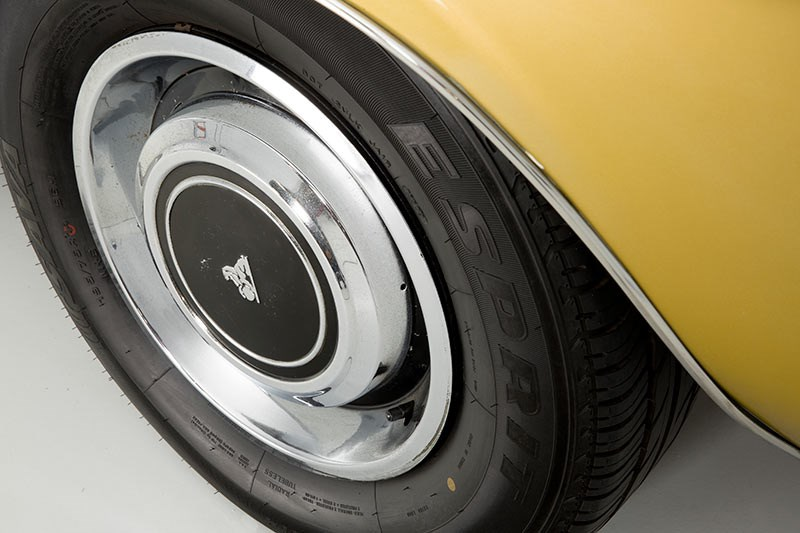 Holden HQ Premier wheel detail