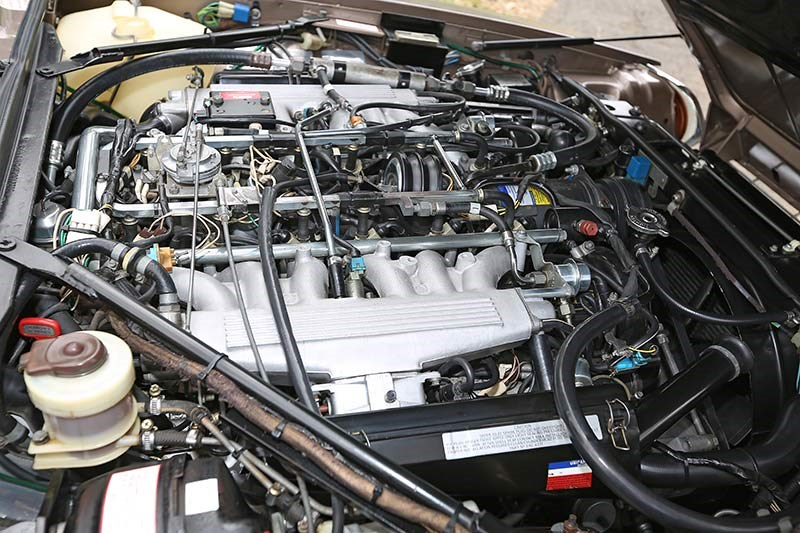 Jaguar XJS engine bay 1