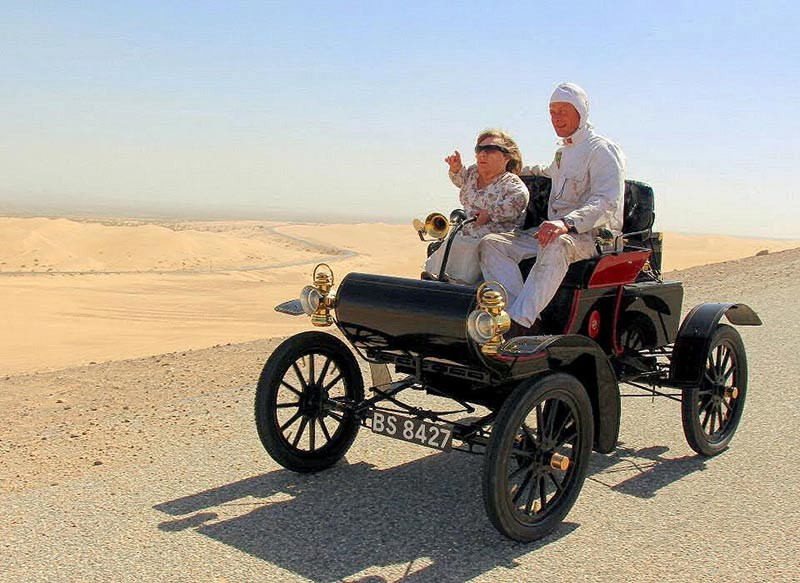 Joy and mechanic Mark in the 1904 Oldsmobile in the Californian desert
