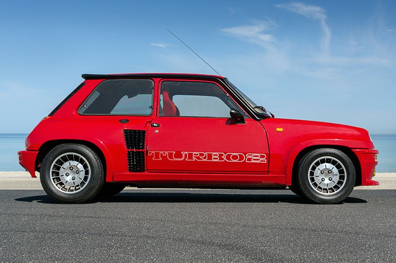 Renault 5 Turbo 2 Data side view