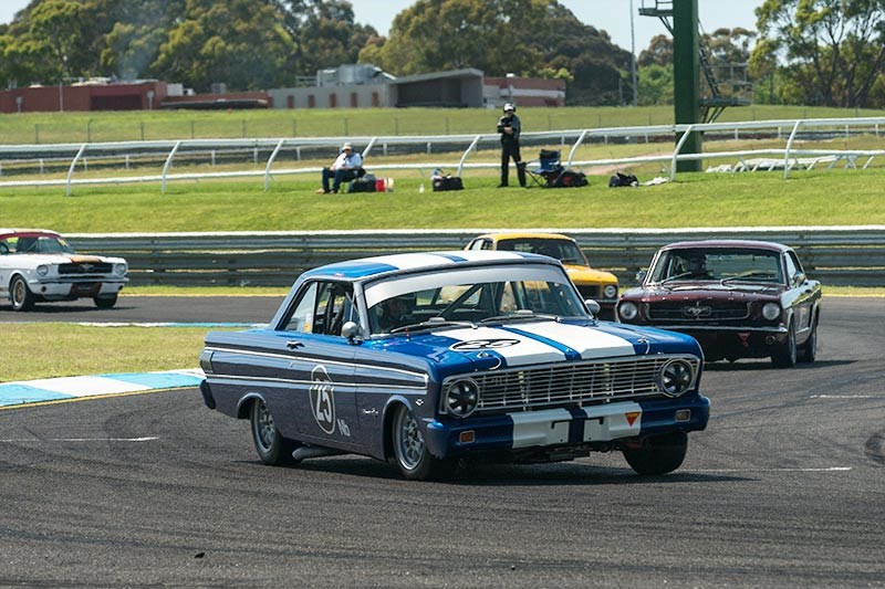 Sandown Historic 329