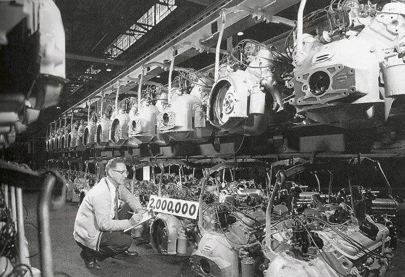 1960 Pontiac Engine Assembly Line. Note the factory tri-power manifolds
