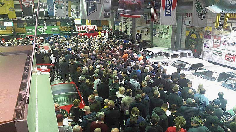 shannons auction crowd