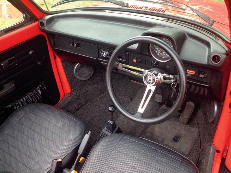 Final addition before selling the VW was fitting this retro-style steering wheel