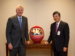 Mr. Immelt, Chairman and CEO, GE (left) and Mr. Ohashi, President and CEO, Komatsu (right)