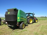 John Deere 990 variable chamber round baler