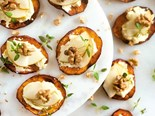 Kumara crostini with blue cheese, pear and walnut, a delicious winter meal!