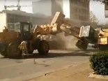 Video: Chinese wheel loader battle