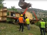 Video: Heavy machinery fails