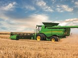 John Deere beefs up grain harvesters for 2016