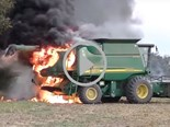 Video: Combine harvesters on fire