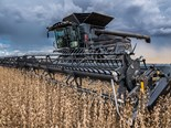 The 9350 DynaFlex draper header can connect to the Fendt Ideal Combine in five seconds.