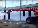 Video: Cherry picker fail