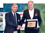 Sustainable Bus of the Year Award - (L-R) Fabio Zammaretti, award jury member and Ulf Magnusson, head of Business Region Europe, Volvo Buses