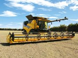 New Holland CR10.90 Combine