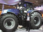 AGRITECHNICA 2015: New Holland scores with T7.315