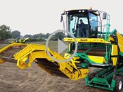 VIDEO: Self-propelled potato-cleaning loader