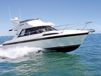 Superior Boats 1050 flybridge cruiser