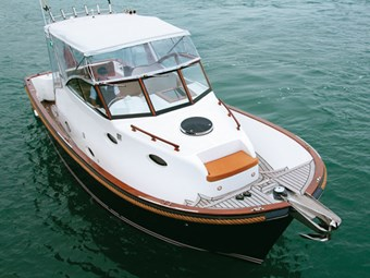 Activa Newport 3300 -- a nautical classic