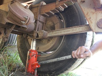How to change a trailer wheel