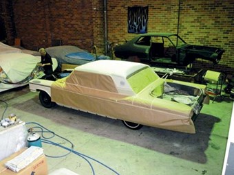 Ford Galaxie - spray time: Our shed