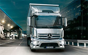 Mercedes-Benz shows off new short-haul Antos truck