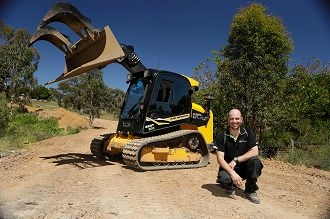 JCB skid steer dissolves contractor's back problems