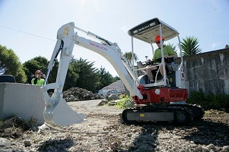 Review: Takeuchi TB215R excavator video