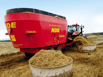 NDE 2804 Dual Vertical mixer wagon