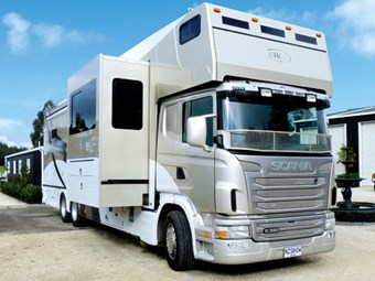 Scania G 380 LB horse truck
