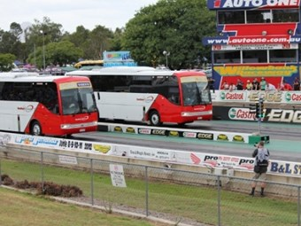 Bus racing debuts at Willowbank