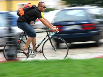 Queensland cyclist distance law raises TWU ire