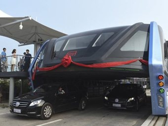 China's tunnel bus