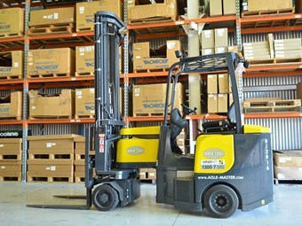 Forklift Review: Aisle-Master VNA articulated truck