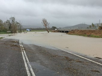 Floods cut Pacific Highway at Tweed River