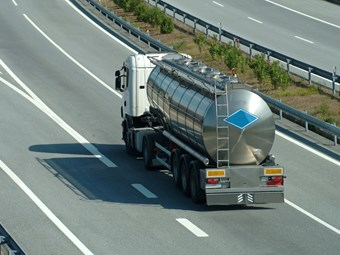 Roll stability requirement for dangerous goods tankers