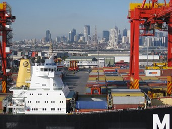 Coronavirus crisis hits Melbourne container traffic