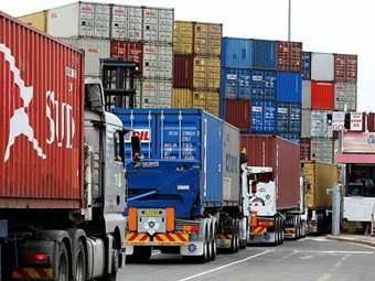 Moves to alleviate Port Botany container truck congestion